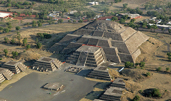 The-Pyramid-of-the-Moon-in-Mexico-827554